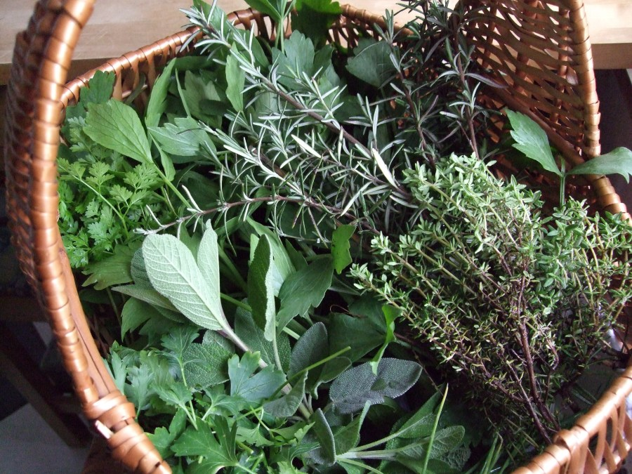 Herbs-and-spices-spinning-around